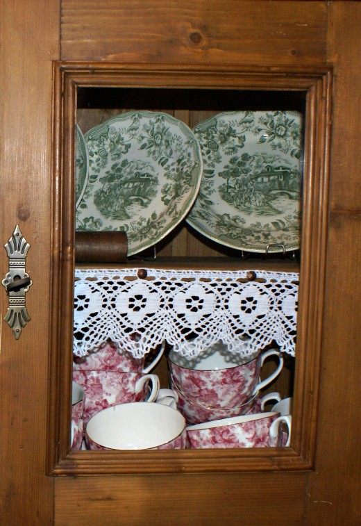 Glass cupboards are a great way to add a vintage look.image:sxc