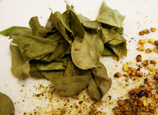 Dry curry leaves