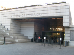 Another entrance to the museum with a more modern face.