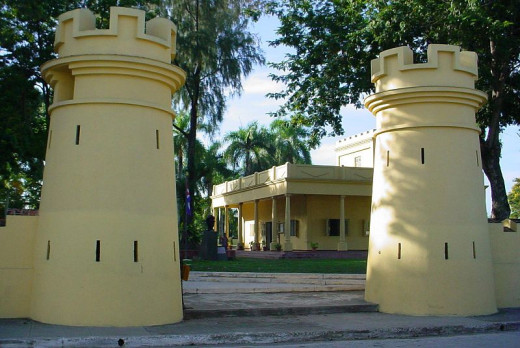 ElDuny photographed this barracks residence in Bayamo in eastern Cuba on August 16, 2006.