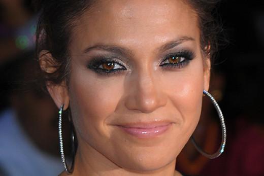 Jennifer Lopez sporting a warm smokey eye