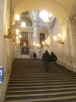 A marble staircase leads up to the rooms of the palace.