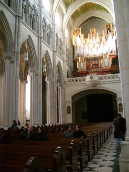 The pews are surrounded by chapels on each side