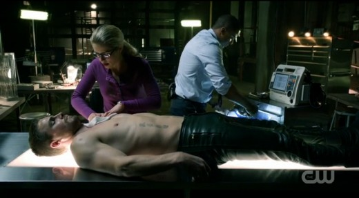 Diggle and Felicity try to keep Oliver alive.