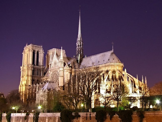 Cathédrale Notre-Dame de Paris, as seen from the east side, was photographed by Atoma on  November 26, 2006.