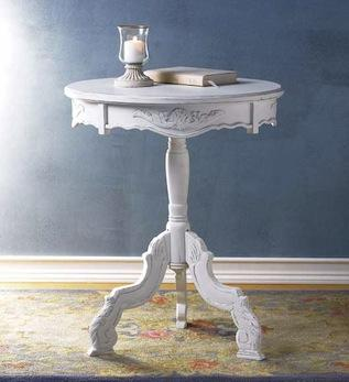 Shabby chic home accessories: end tables are great additions to any interior decoration!
