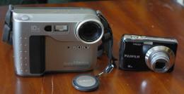 The Mavica next to a newer generation compact digital camera.