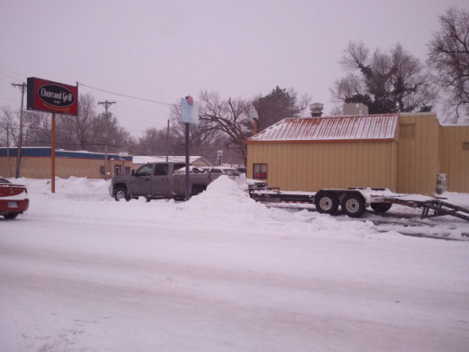 charcoal grill in wichita, ks was open despite the snow! 2/21/2013