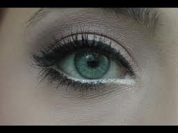 This looks like a good eye make-up look for the day.