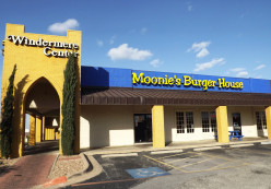 The Best Hamburger in Pflugerville, TX: Moonie's Burger House
