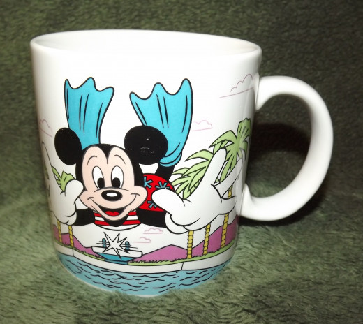 Mickey Mouse Takes the Plunge (Walt Disney Mugs by Applause)
