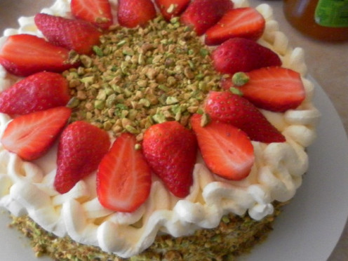 Fresh Strawberry and Cream Sponge Cake