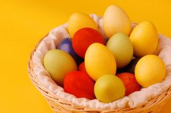 10 Unique Ideas for Dyeing Easter Eggs (Silk Ties, Shaving Cream, Koolaid and More)