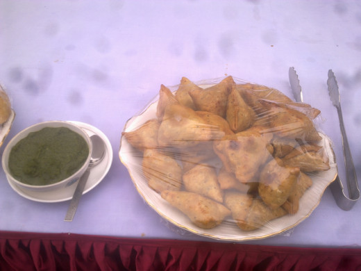 North Indian Street Food - Piping hot Samosas!