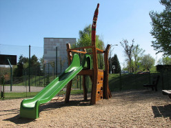 Playground Slide Dangers : How Parents Can Reduce the Injury Risks?