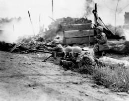 A machine gun crew in Waegwan, September 1950