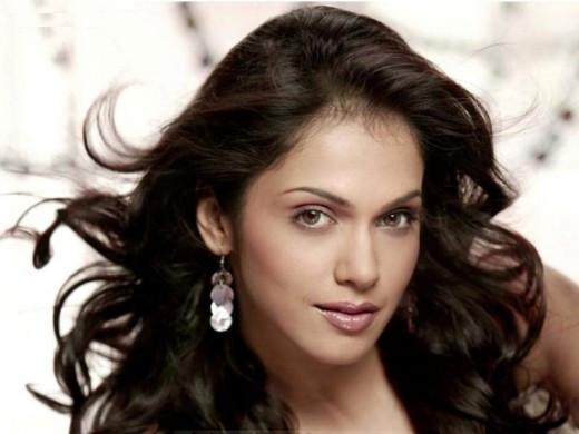Eesha Koppikhar, sexy Indian Actress.
