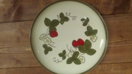 Another Poppytrail handpainted plate! I left the whole set and bought 1...dummy!