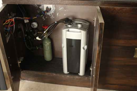A typical Co2 setup. Note the bubble counter on the extreme left wall of the cabinet.