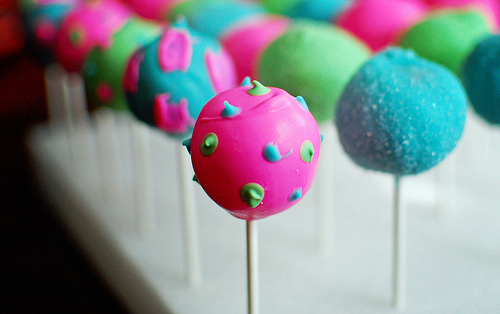 Neon eggs?  It's a popular trend in dyeing Easter eggs, so why not Easter Egg Cake Pops too?