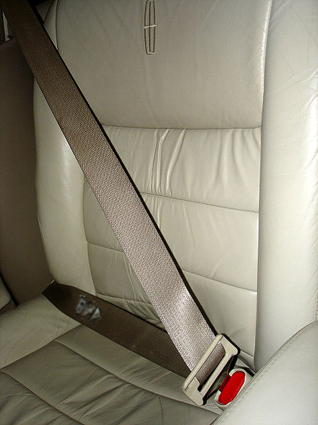 The 3 point seat belt in the 2006 Lincoln Town Car