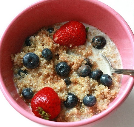 Sweet breakfast cereal options for quinoa pair nicely with fresh fruit.