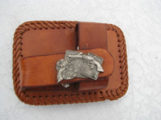 Belt buckle holster for the minatures