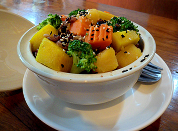 Steamed vegetable bowl at Aum