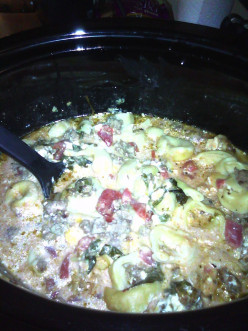 Slow Cooker Crockpot Spinach, Cream Cheese & Sausage Tortellini