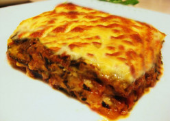 Lentil and aubergine-egg plant moussaka recipe¬Simple Greek moussaka recipe