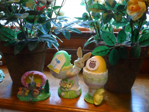 Egg holders and mini Easter decorations