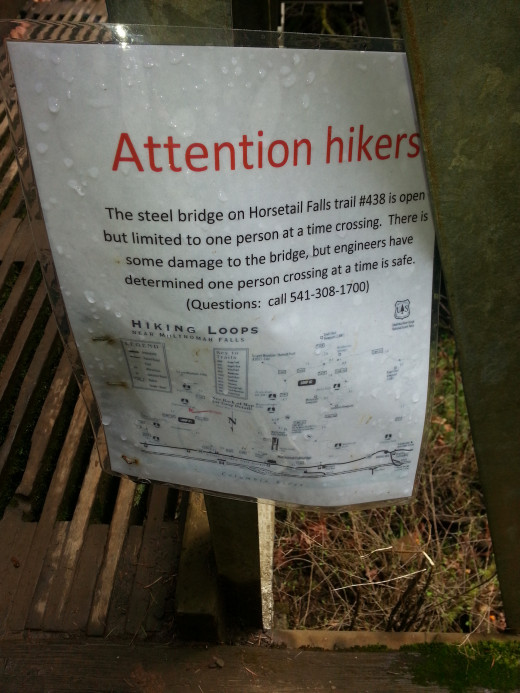 Warning sign saying only one hiker allowed on the bridge at a time.