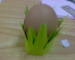 Keep the egg warm in the egg cup