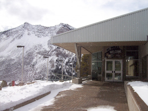 Welcome to the Frank Slide Interpretive Centre
