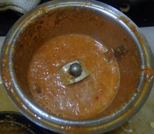 Grinded tomato ingredients in mixie