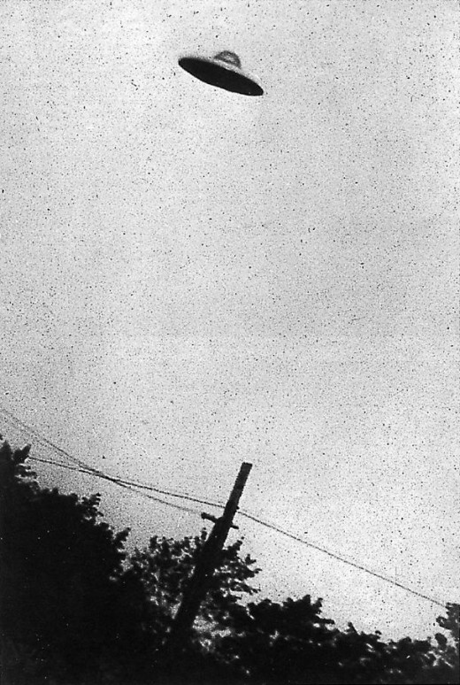 Alleged UFO in flight, circa July 1952