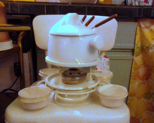 This fondue set-up lets the entertainer be kitted out in style.