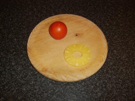 Medium tomato and pineapple ring