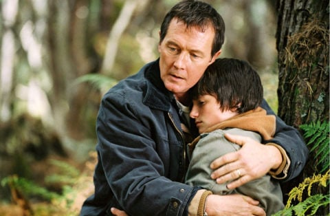 Jack (Robert Patrick) and Jesse Aarons (Josh Hutcherson) © Disney/Walden