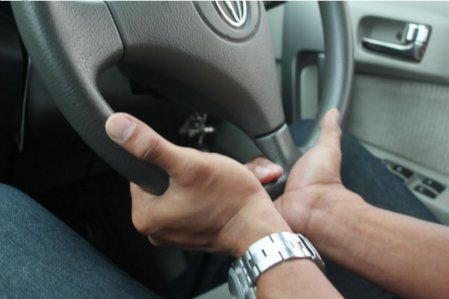 Suggested steering wheel finger position