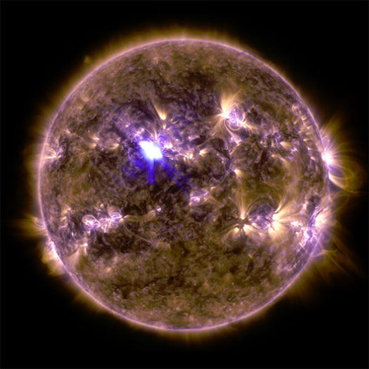 "NASA says a ""spring fling,"" or mid-level solar flare will spur the Northern Lights this weekend, April 12 to April 14.  Mid-Level Flare (NASA / April 12, 2013)"