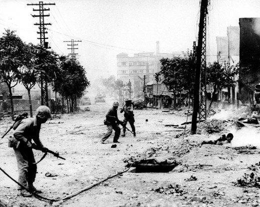 US Marines fighting to re-take Seoul from the North Koreans in Sept. 1950.