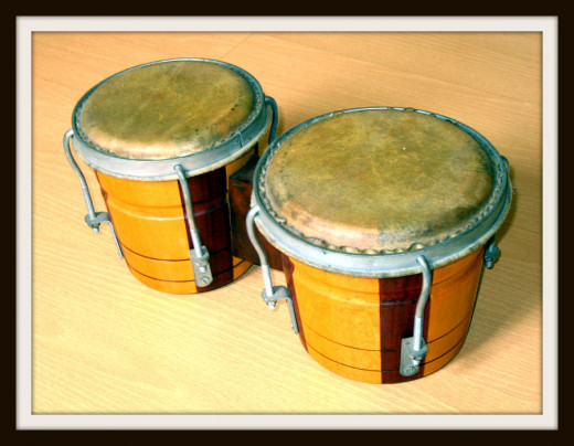 A pair of bongos