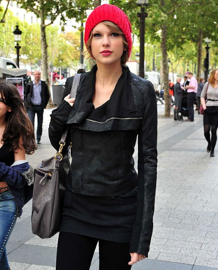Taylor Swift with red beanie