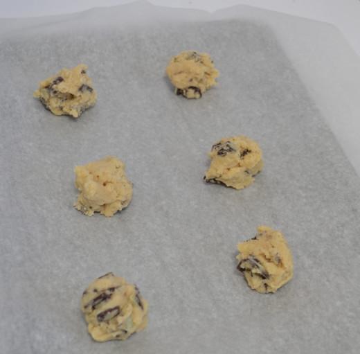 Make small-ish dough balls.