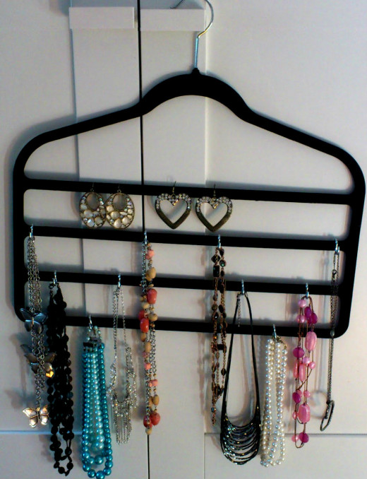 How to make a hanging jewelry holder