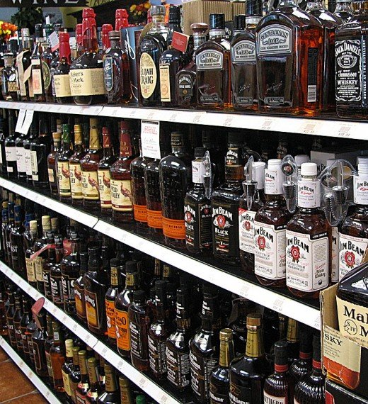 An array of bourbon brands on display at a typical US liquor store. The range of choices available can seem overwhelming to those unfamiliar with all the different brands. In this article I look at the best affordable bourbon whiskies available.