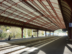 Foix station (Ariège, Pyrenees), interior view seen from its platforms and canopy.