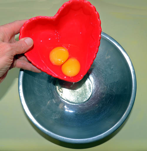 Crack and fork blend 2 eggs into a mixing bowl