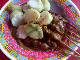 A portion of satay ready to serve.